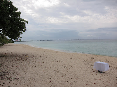 Simple, Barefoot Beach Wedding on Grand Cayman - image 1