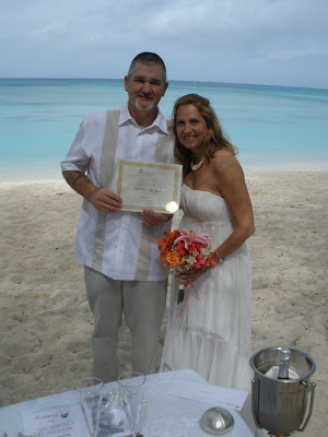 Texans Celebrate Silver Wedding Anniversary in Grand Cayman - image 3