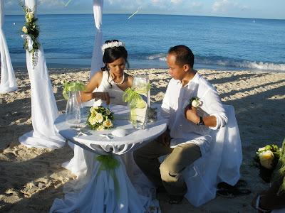 Sunrise Christmas Eve Wedding in Grand Cayman - image 4