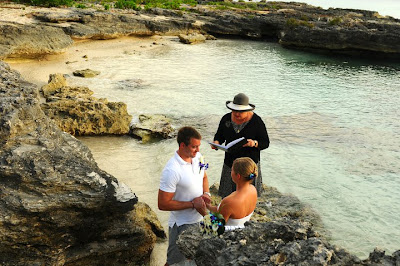 Grand Cayman Beach Wedding Dazzles for Missouri Newly-Weds - image 3