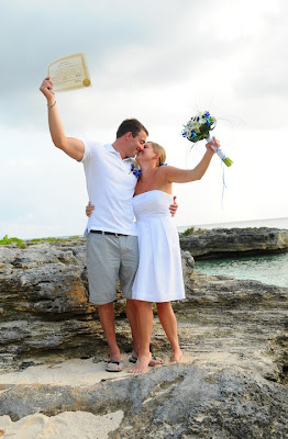 Grand Cayman Beach Wedding Dazzles for Missouri Newly-Weds - image 6