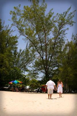 Pensacola Wedding Pair Choose Cayman's Turquoise Water - image 8