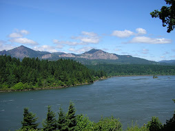 CASCADE LOCKS OREGON AND THE COLUMBIA RIVER