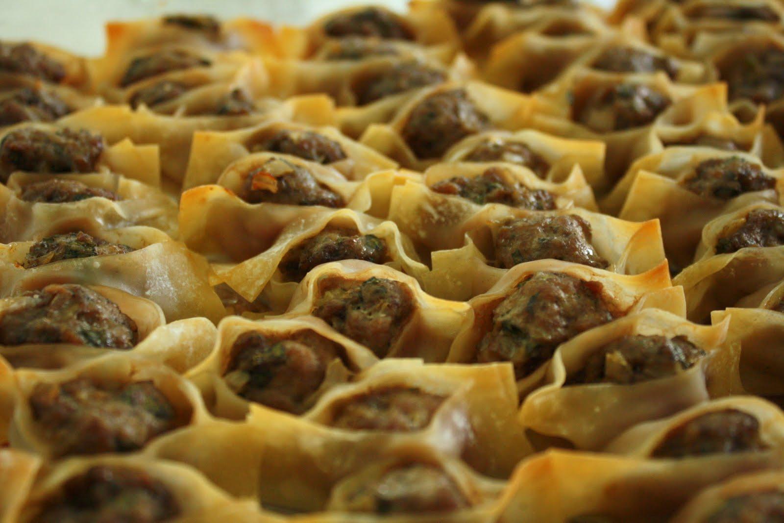 Cave cibum manti or armenian dumplings for Armenian cuisine