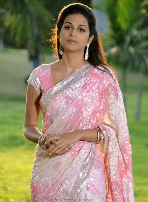 shraddha das saree hot images