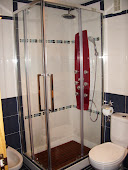 Plato de ducha por bañera  y le rematamos la zona diferenciandola como usted desee