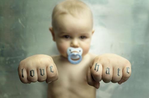 http://3.bp.blogspot.com/_ZD1CP3WHy5s/TJZnsu4EgfI/AAAAAAAAAYo/DRUa7woBiC8/s1600/love-hate-baby.jpg