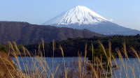 Towards the south from 西湖 (Saiko lake), 富士山 (Mount Fuji)