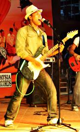 Uli (Rhythm Guitar / Singer)