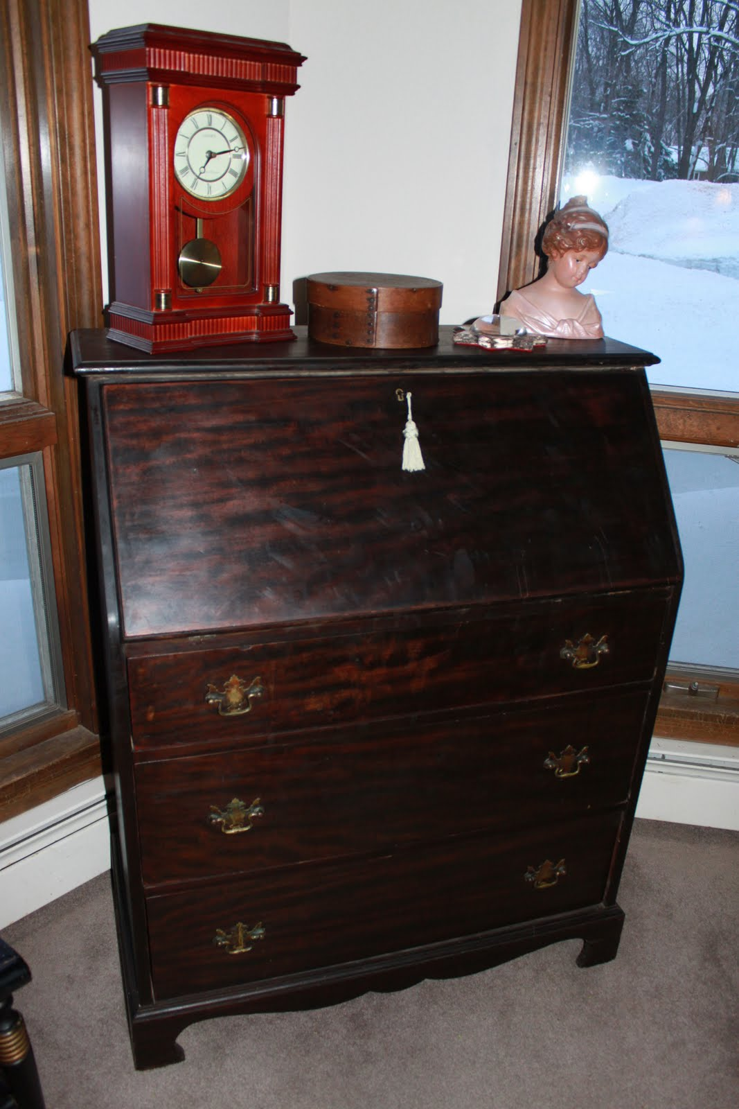 I don't have an office in this house, and I needed a workspace that would  also prevent little hands from getting to my computer. This secretary was  the ... - Vintage Pollyanna: A Little Friday Love For My Antique Secretary Desk