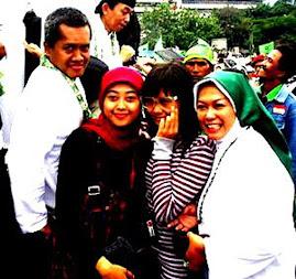 Keluarga Harry Maksum di Bandung