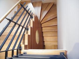 Evolution bois habillage d un escalier et d un mur beton avec