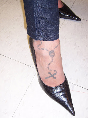 Women Foot Rosary Cross Tattoos Picture 6