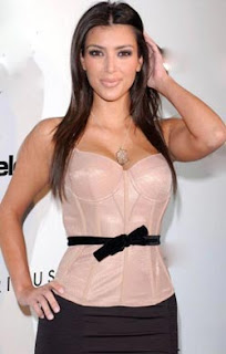 Kim Kardashian denies dating Chris Brown