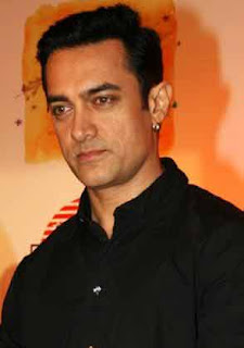 Aamir Khan turns barber