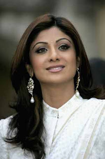 Shilpa Shetty, Chitrangada Singh sizzles at Fashion Week