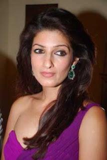 Twinkle Khanna supervisees Akshay Kumar's clothes