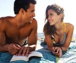 Mengukir Kencan Romantis di Pantai