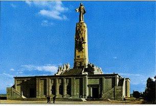 El Cerro de los Ángeles, en Getafe (mi pueblo de adopción), grupo escultórico obra de Aniceto Marinas