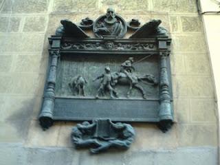 Relieve que recuerda el lugar donde estuvo la imprenta de Juan de la Cuesta