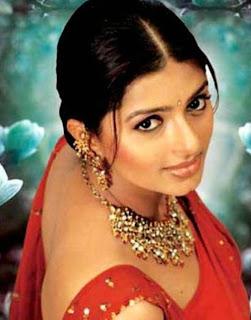 Actress back pose hot photos - Bhoomika Chawla