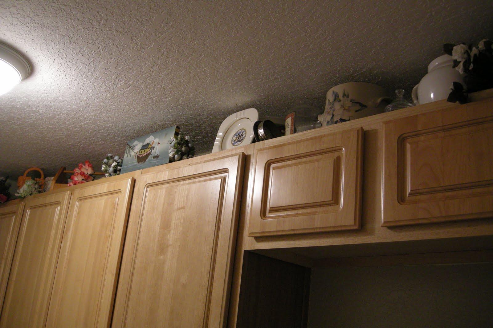 http://3.bp.blogspot.com/_ZWHi2fYLaV4/TH73n_wnb6I/AAAAAAAABUQ/9Ps8yq56Qa0/s1600/Wallpaper+up+in+laundry+room+(5).JPG
