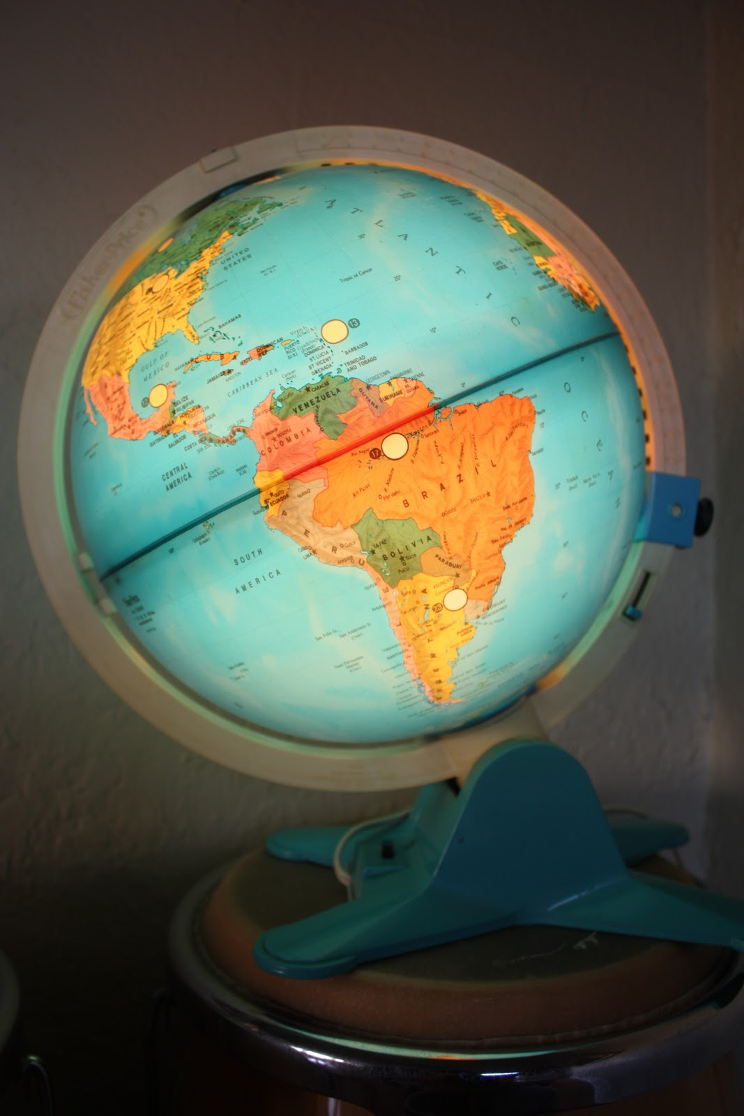 the treehouse: 1.12.11: Vintage Fisher Price Light-Up Globe