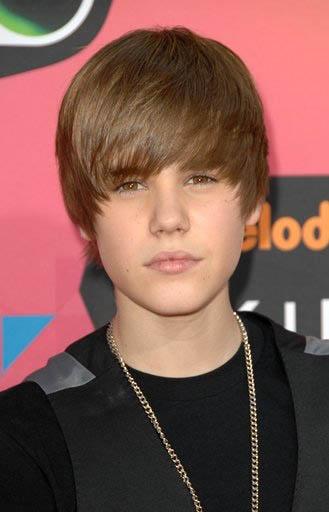 justin bieber on the beach. Justin Bieber