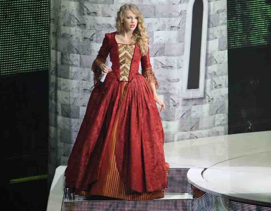 taylor swift love story dresses. taylor swift love story