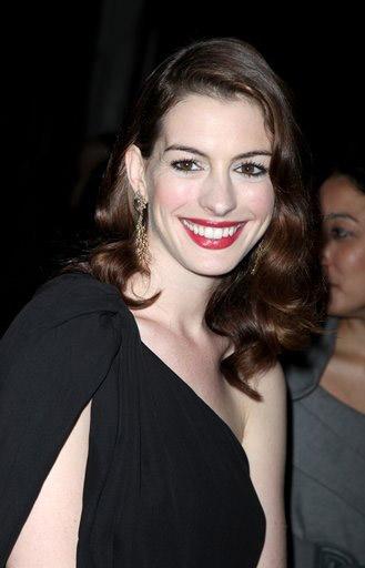 Anne Hathaway Viola. Anne Hathaway