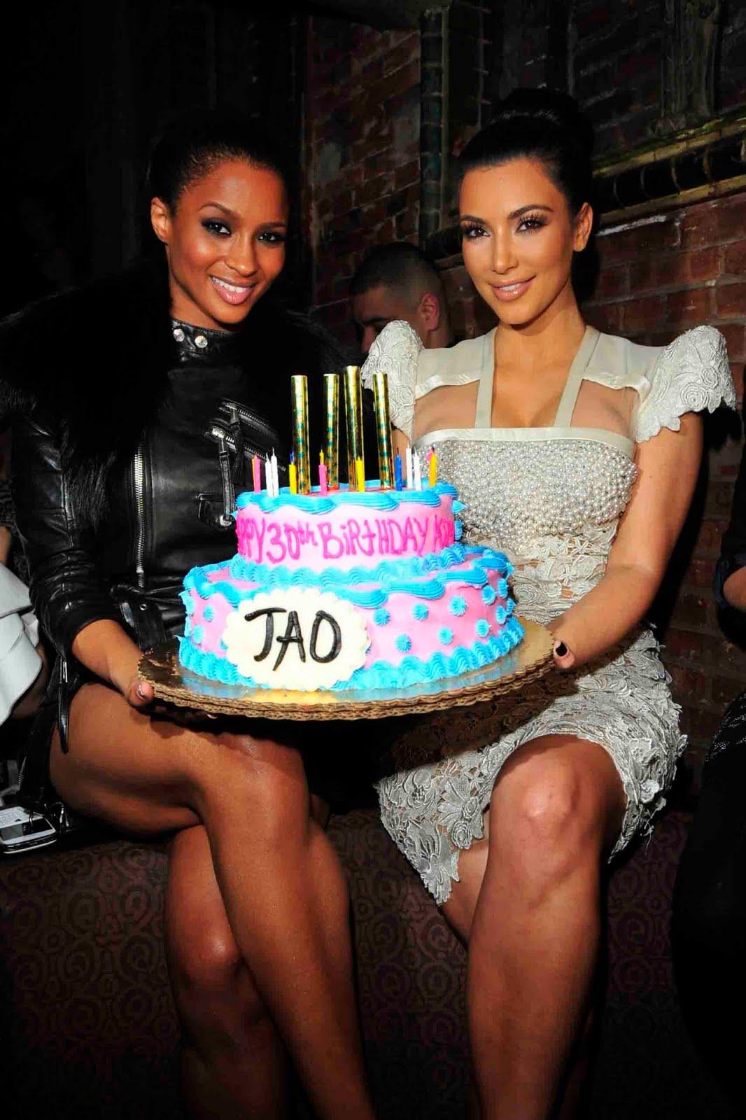 http://3.bp.blogspot.com/_ZZ-CqtHjAnk/TL3quhbd34I/AAAAAAAB-Wg/lj0Gv7GYEMA/s1600/Ciara+With+Kim+Kardashian.jpg