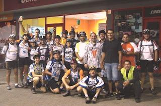 Foto dos ciclistas do passeio em Itapuã