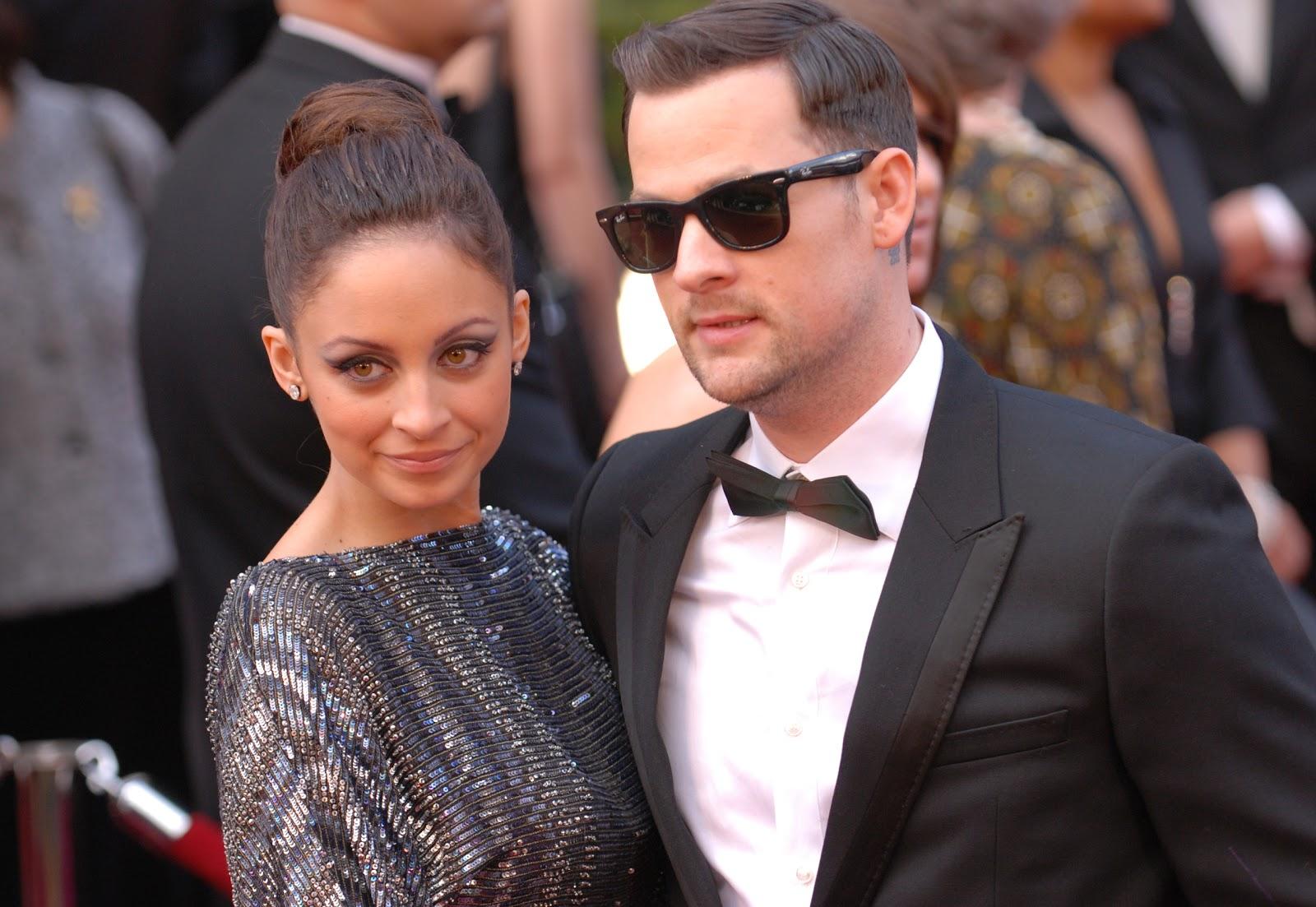 http://3.bp.blogspot.com/_Z_3PxcjgXN4/TQ7XWRCp8tI/AAAAAAAAAB8/DRnGG-cetAo/s1600/Nicole_Richie_and_Joel_Madden_%2540_2010_Academy_Awards.jpg