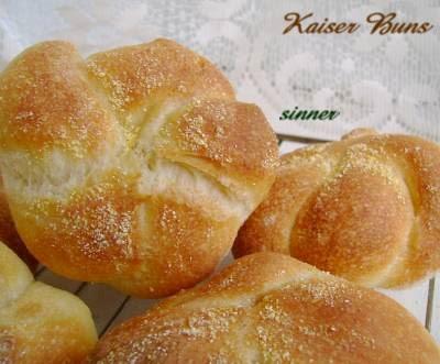kaiser bun:rope-knot