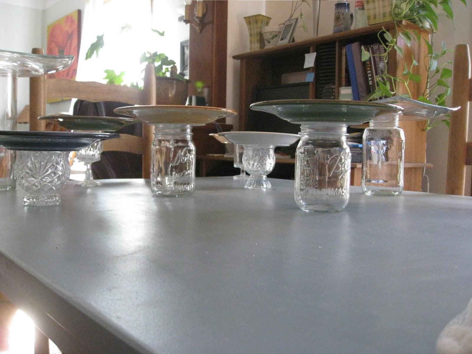 DIY Pedestal Plate Stand & Weekend Charm: DIY Pedestal Plate Stand