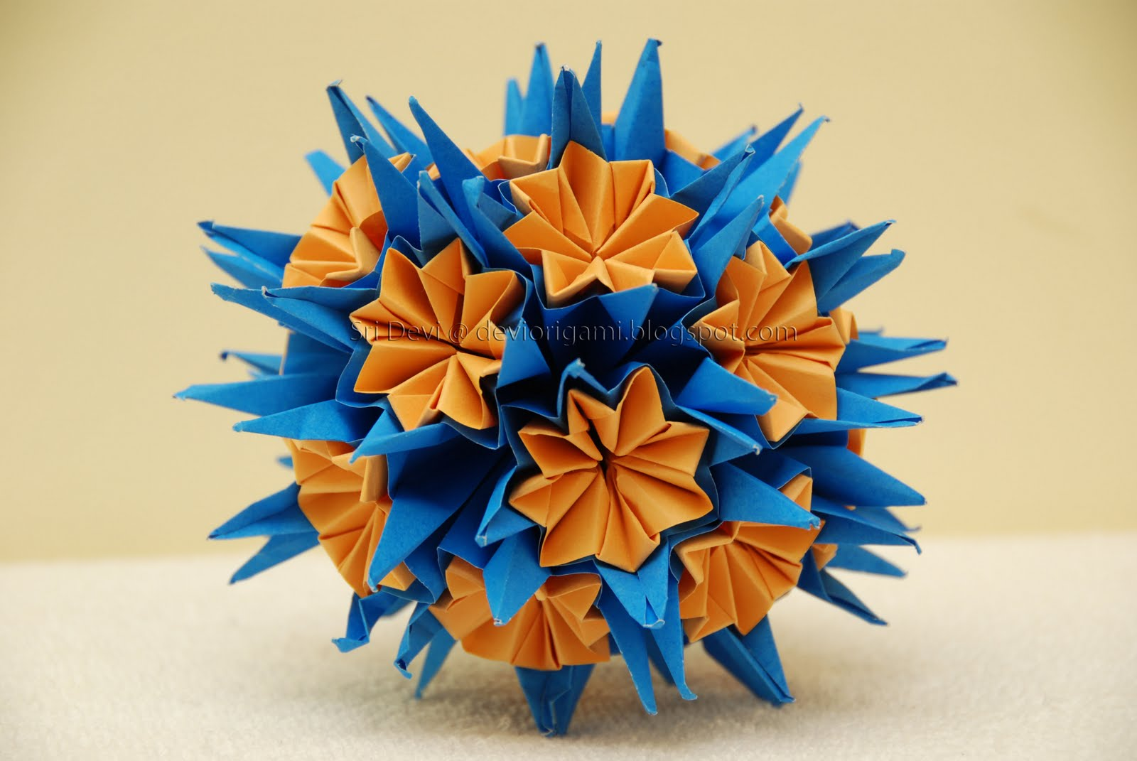 MODEL MODULAR PAPER SIZE 40 SAME UNITS DIFFICULTY LEVEL INTERMEDIATE DIAGRAMS KUSUDAMA BALL ORIGAMI