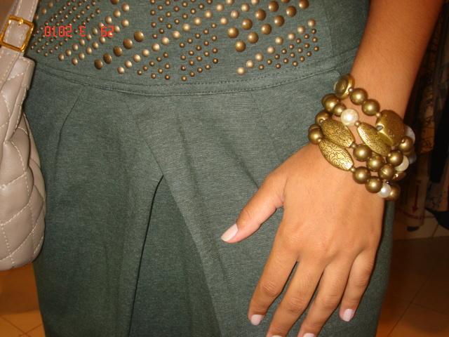 Saia cintura alta com detalhes de tacha > Bolsa nude estilo channel