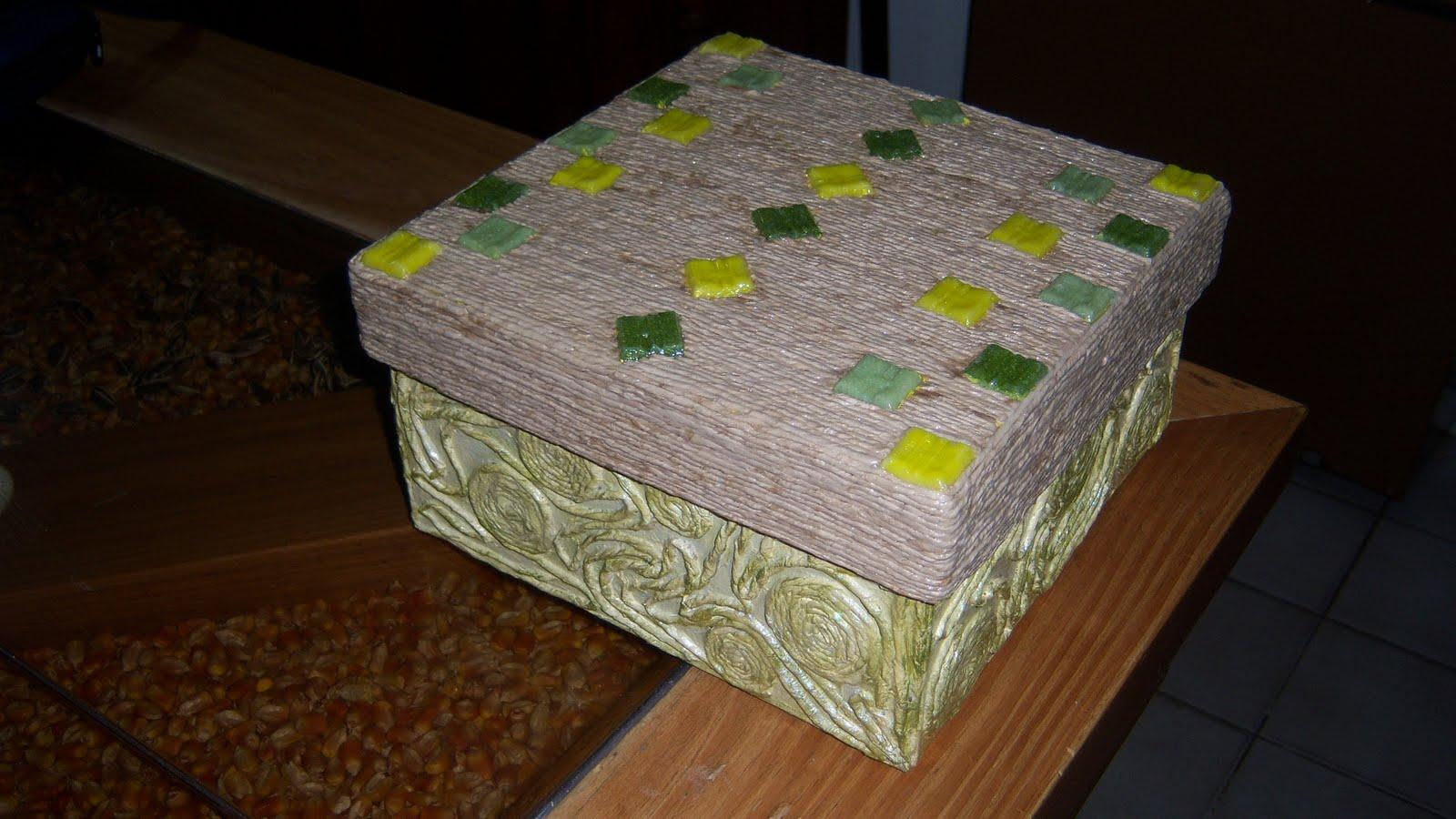 Artesanias en papel caja forrada con hilos de papel de - Cajas forradas de papel ...