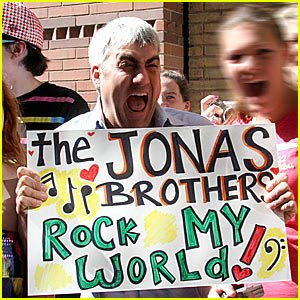 Exclusive  Interviews! - Page 2 Taylor-hicks-jonas-brothers