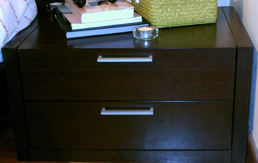 Mobilia De Quarto Usado Para Venda ~ Mesa de cabeceira de 2 gavetas, em wengue