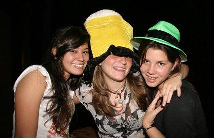 Fiesta CRAZY HATS de Danella (17 años)