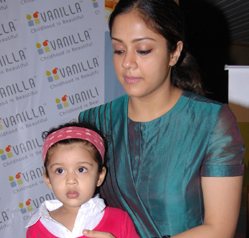 The surya fans jothika and diya at vannila place opening ceremony thecheapjerseys Gallery