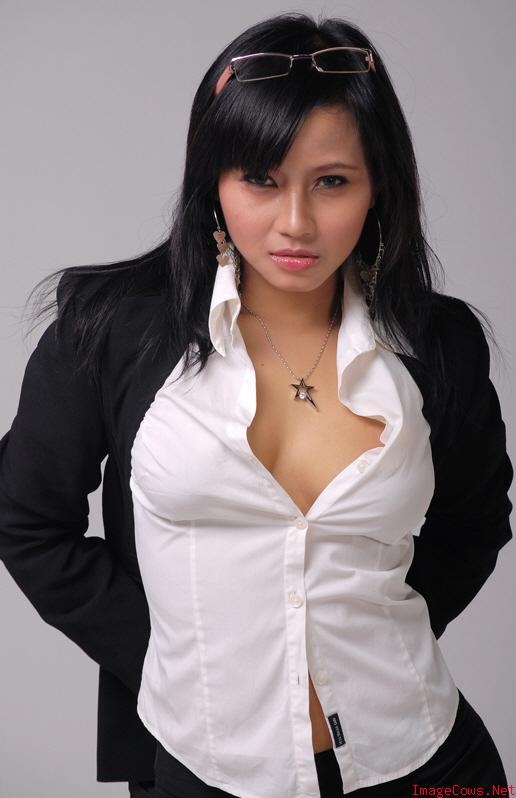 Artis Montok http://foto-model-asia.blogspot.com/2010/04/gadis-smu-toket-montok-on-average-they.html