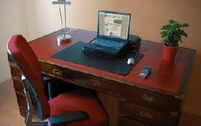 http://3.bp.blogspot.com/_ZgtSERD9fNk/TStIDN25FKI/AAAAAAAAFv8/wllz9UqO-eA/s1600/clean-deskMA28719266-0021.jpg