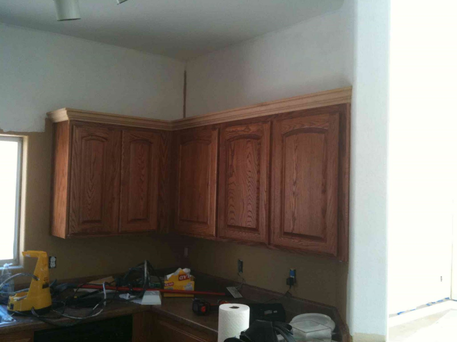 Kitchen cabinets crown molding for Attaching crown molding to kitchen cabinets