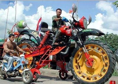 Motor Raksasa 04