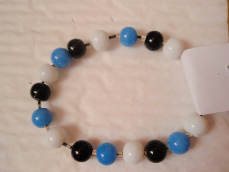 Cod 095. Bratara alb albastra. Pret 12 ron