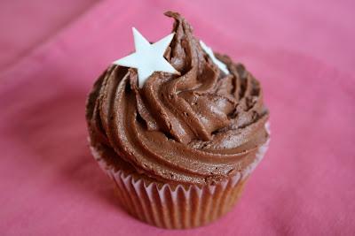 Banana cupcake chocolate buttercream star