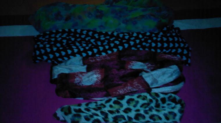 Lots de 4 foulards de motifs différents