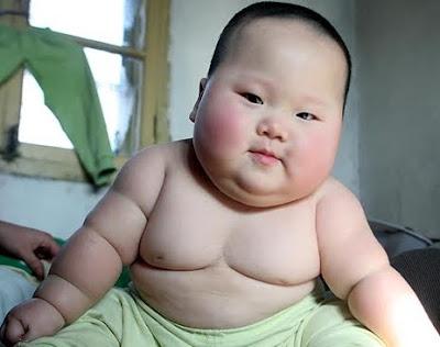 Bayi terlampau gemuk atau obes.